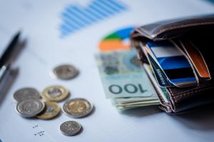 Przychód a dochód – jakie są różnice i co warto wiedzieć